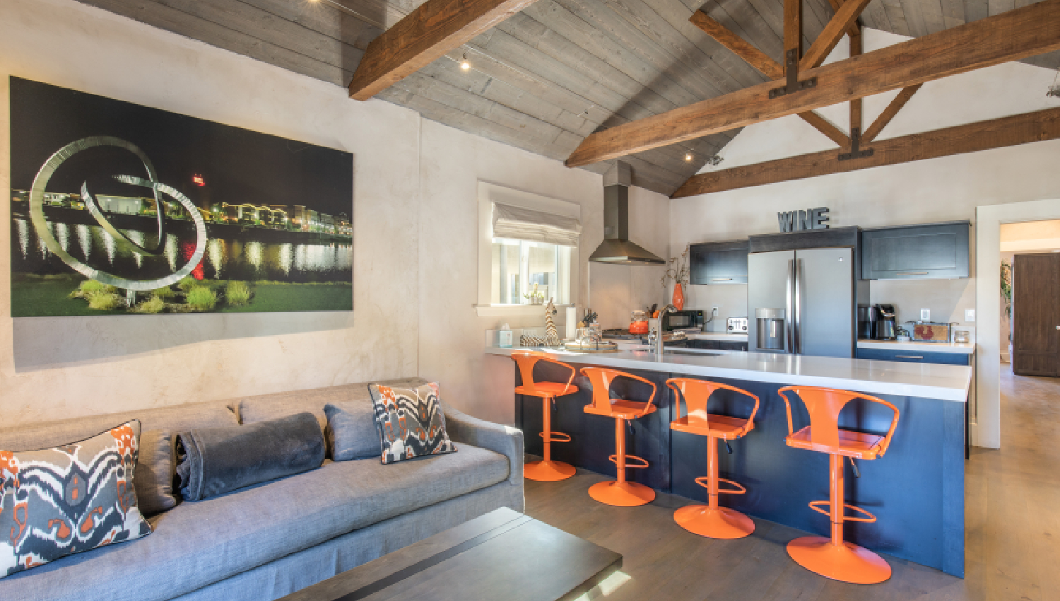 URBAN LUXURY WITHIN WALKING DISTANCE TO POPULAR NAPA ATTRACTIONS