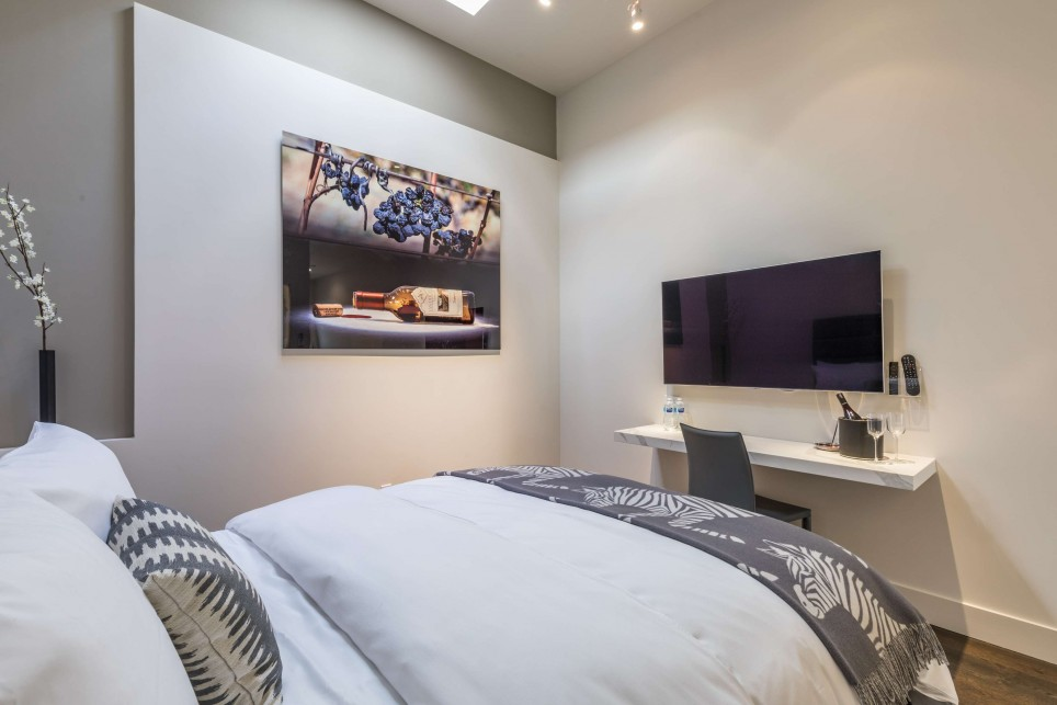 EXPERIENCE TRENDSETTING DESIGN AND ULTRA COMFORTABLE BEDS AT R INN NAPA